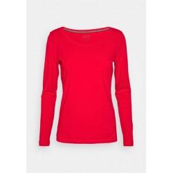 Camiseta roja invierno